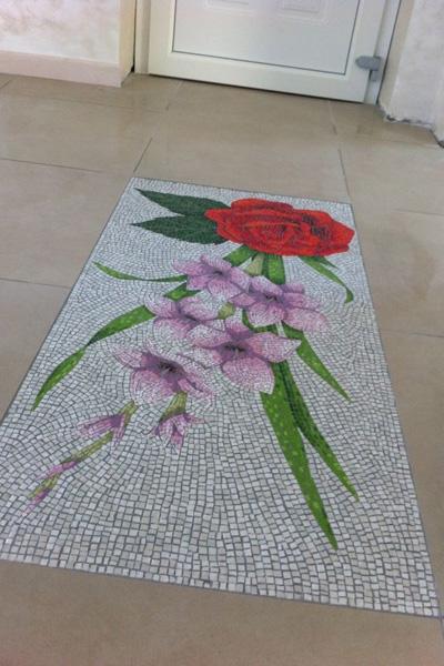 Pavimento floreale in mosaico
